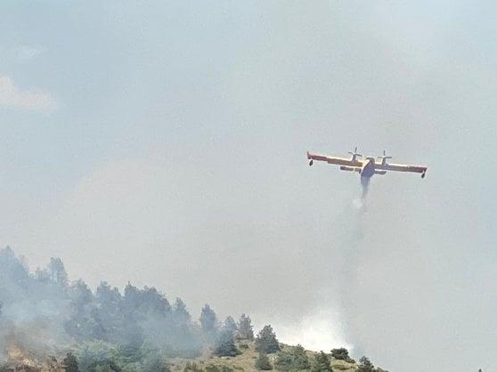 L'Aquila, incendi devastano centinaia di ettari di bosco: si segue la pista dolosa