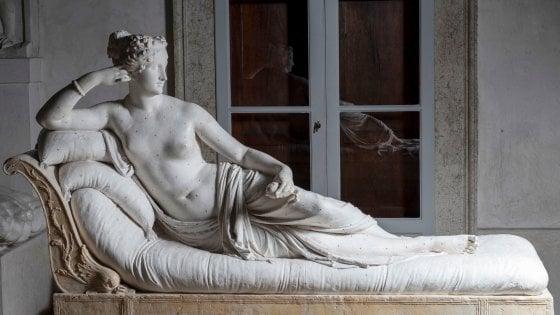Turista danneggia una statua di Canova per un selfie