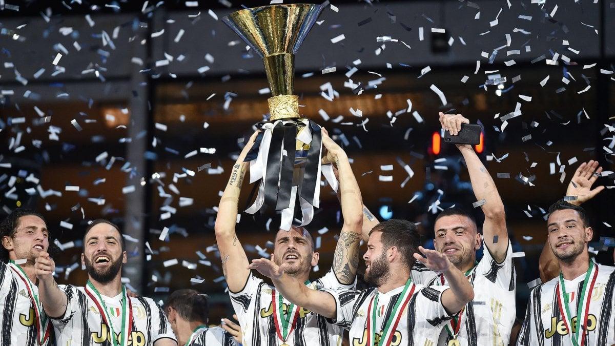 La festa Juventus con l'ombra cupa della Champions