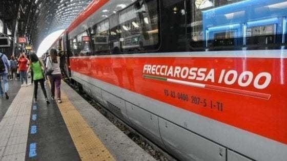 Covid e distanziamento: migliaia di biglietti annullati sui treni. Mascherine nei locali obbligatorie anche dopo il 15