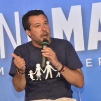 """Migranti, Salvini attacca il governo: """"Grazie a Conte è ricominciata la pacchia. Proposte..."""