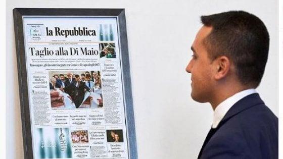 """Taglio dei parlamentari, Di Maio con 'la Repubblica' in cornice: """"Promessa mantenuta dal M5S"""""""