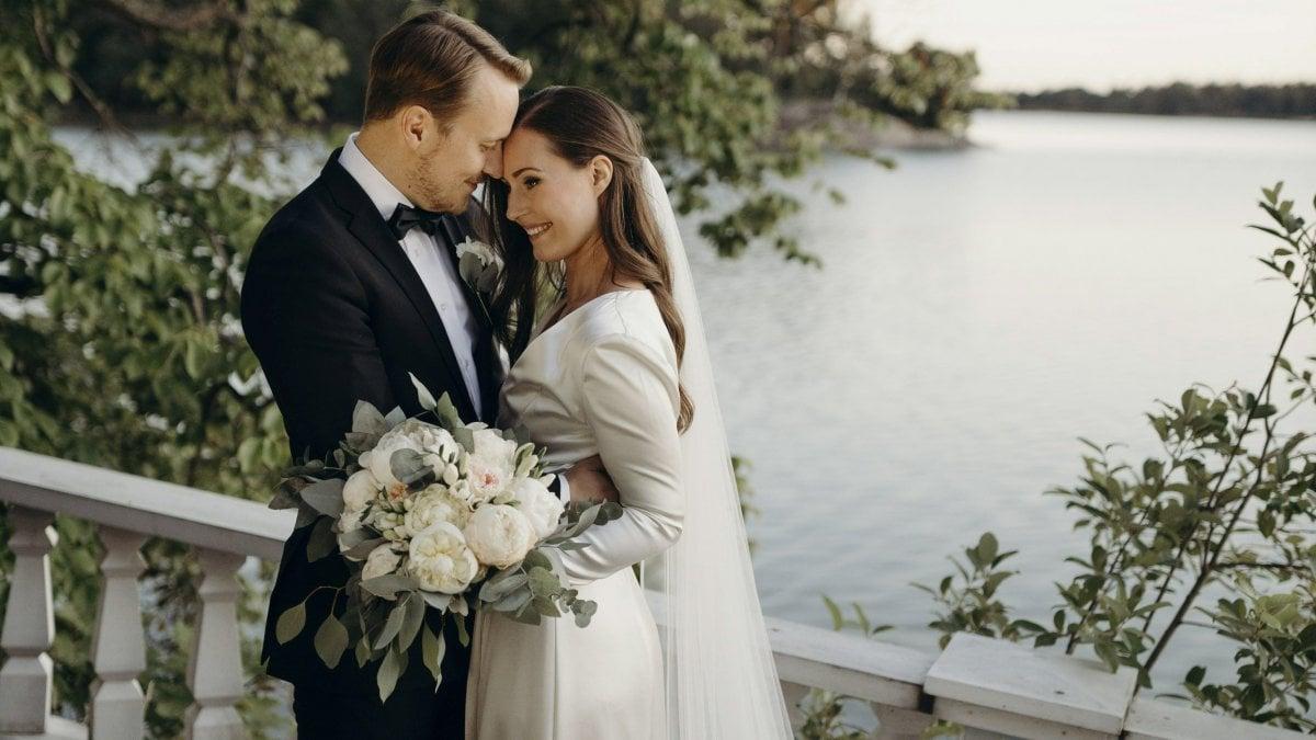 """Finlandia, la premier Sanna Marin sposa il suo Markus. """"Grata di poter condividere la mia vita con l'uomo che amo"""""""