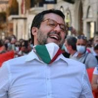 """Gli infermieri contro Salvini su Fb:  """"Noi mettiamo la mascherina perché abbiamo visto..."""