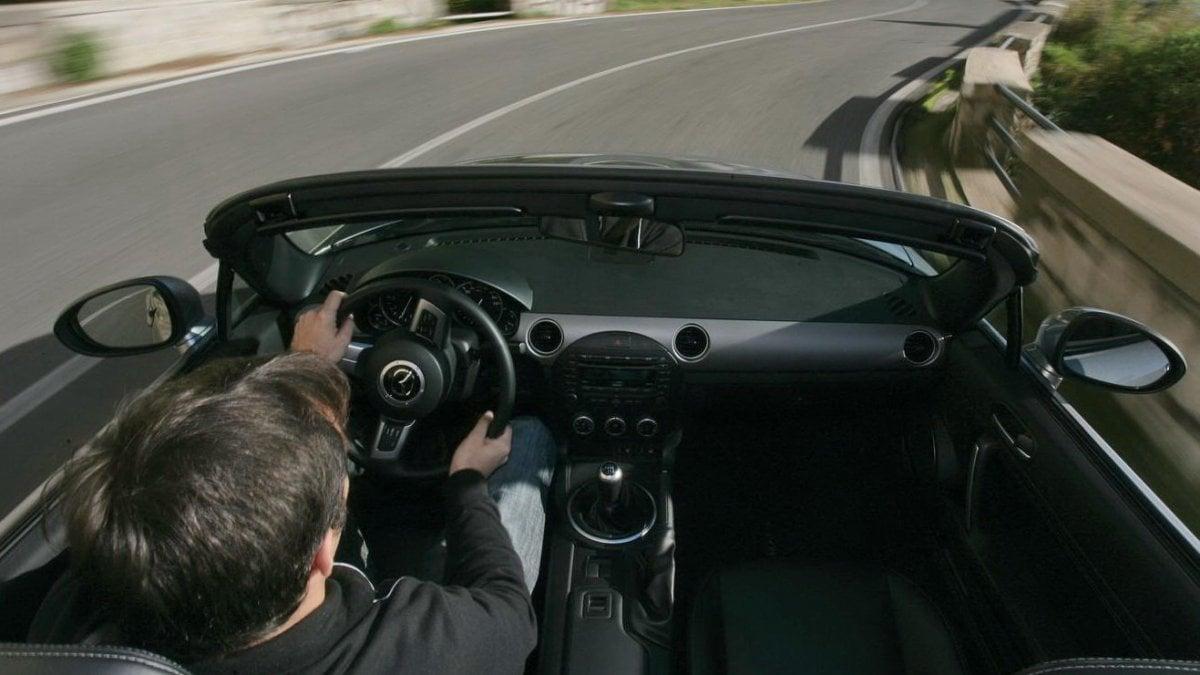 Non fate arrabbiare francesi e greci, sono i più nervosi in auto