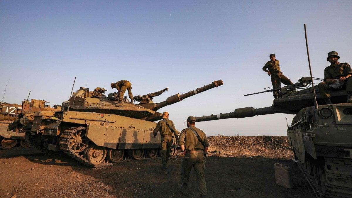 Razzo da Gaza e raid dal Golan, Israele bombarda i bunker di Hamas