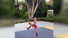 Flea si allena a basket: per il bassista dei Red Hot il canestro è un'acrobazia