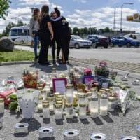 Pallottola vagante uccide una dodicenne, la Svezia insorge contro la guerra tra gang...