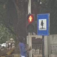 India, Mumbai inaugura semafori e cartelli stradali al femminile