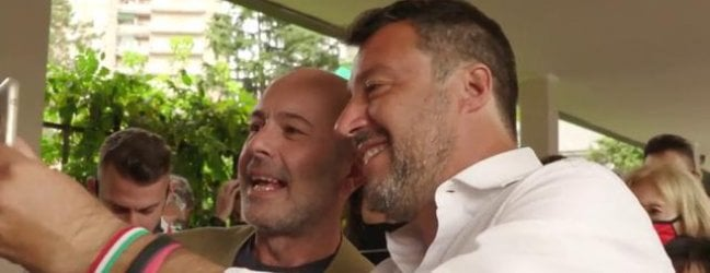 """La Lega rischia di dividersi. Veneti e militanti del Nord difendono il partitoRepTv Salvini nervoso sulle voci di scissione lascia i giornalisti: """"Non leggo Repubblica"""""""