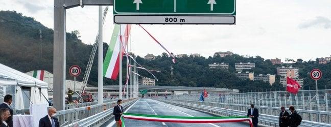 Ponte di Genova, imminente l'apertura al traffico. In serata previste le prime auto
