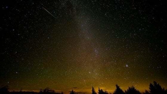 Tornano le Perseidi, stelle cadenti di agosto. Ecco cosa riserva il cielo di questo mese