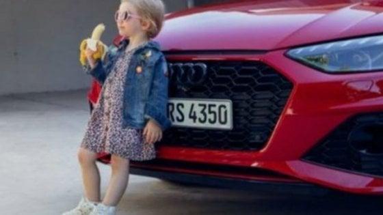 """Audi ritira lo spot con la bimba che mangia la banana: """"Sessista"""""""