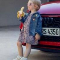 """Audi ritira lo spot con la bambina che mangia la banana: """"Sessista e provocatorio"""""""
