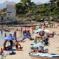 Legambiente: solo 4 spiagge su 10 sono libere e balneabili