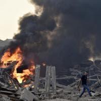 Beirut, morti e feriti per due forti esplosioni al porto: fiamme e fumo nella zona...