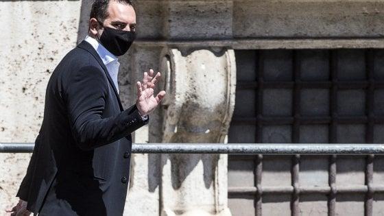 Spadafora rimette la delega allo Sport, stop di Conte