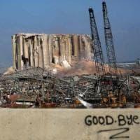 Libano, ferito il cuore economico della capitale. Distrutta la piazza delle proteste