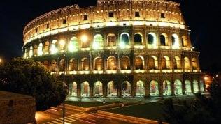 Scavalcano i cancelli ed entrano nel parco del Colosseo: 4 turisti denunciati