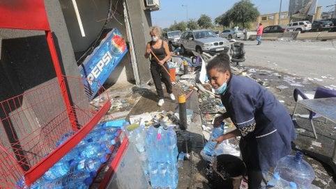 L'inferno di Beirut: almeno cento morti, si scava tra le macerie per trovare i dispersi. Cause da chiarire, 300mila sfollati Live