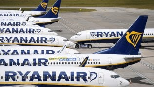 "Enac contro Ryanair: ""Viola le norme anti Covid: o rimedia o stop ai voli"""
