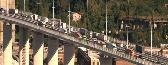 Ponte San Giorgio, automobilisti scattano foto: traffico e code RepTv Dal drone