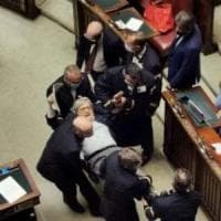 "Camera, insultò i magistrati e Carfagna e fu espulso dall'Aula. Fico: ""Per Sgarbi 15..."