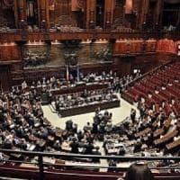"""Il Parlamento chiude per ferie: tre settimane di vacanza, ma è l'estate più """"corta"""" degli..."""