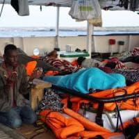 """Migranti, Msf torna in mare alleata di Sea Watch: """"Riprendiamo i soccorsi nel Me..."""