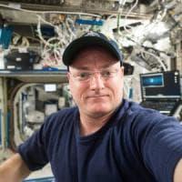 """Trump: """"La Nasa era morta, l'ho resuscitata"""". E l'ex astronauta Kelly lo zittisce con un..."""