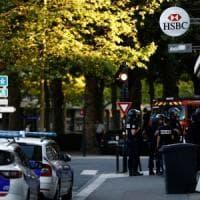 """Francia, uomo prende in ostaggio 6 persone chiedendo """"libertà per i palestinesi ad..."""