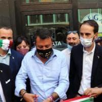 """Salvini, polemica per la scritta sulla mascherina: """"Memento audere semper"""""""