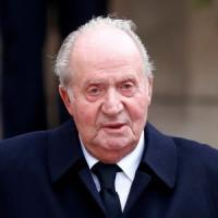 """Spagna, l'ex re Juan Carlos ad Abu Dhabi. """"Dorme in una suite da 11mila euro a notte"""""""