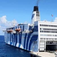 Migranti, arriva la seconda nave per la quarantena. Stazionerà davanti alla Calabria
