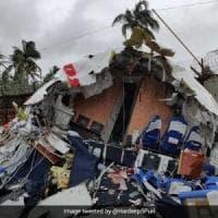 Aereo fuori pista in India: almeno 18 i morti e oltre 100 i feriti