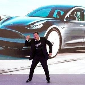 """Elon Musk, il visionario vincente. E per il 15 settembre annuncia """"la batteria da un milione di miglia"""""""