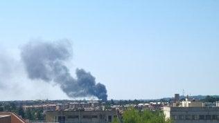 In fiamme autodemolitore al Foro italico, chiuso tratto di tangenziale Foto Video