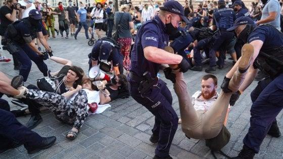 Polonia, scontri a manifestazione anti-omofoba. Arrestato un italiano