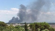 Ennesimo incendio a Roma, la nuvola di fumo nero vista dal Gianicolo