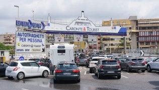 Traffico da bollino rosso in aumento. Imbarco per la Sicilia, tempi di attesa fino a tre ore