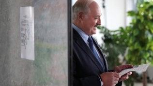 Presidenziali in Bielorussia, gli exit poll assegnano la vittoria a Lukashenko. Ma la tensione è alta