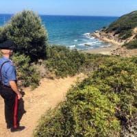 Si tuffa per salvare suo figlio e un amico, muore annegato a Cagliari