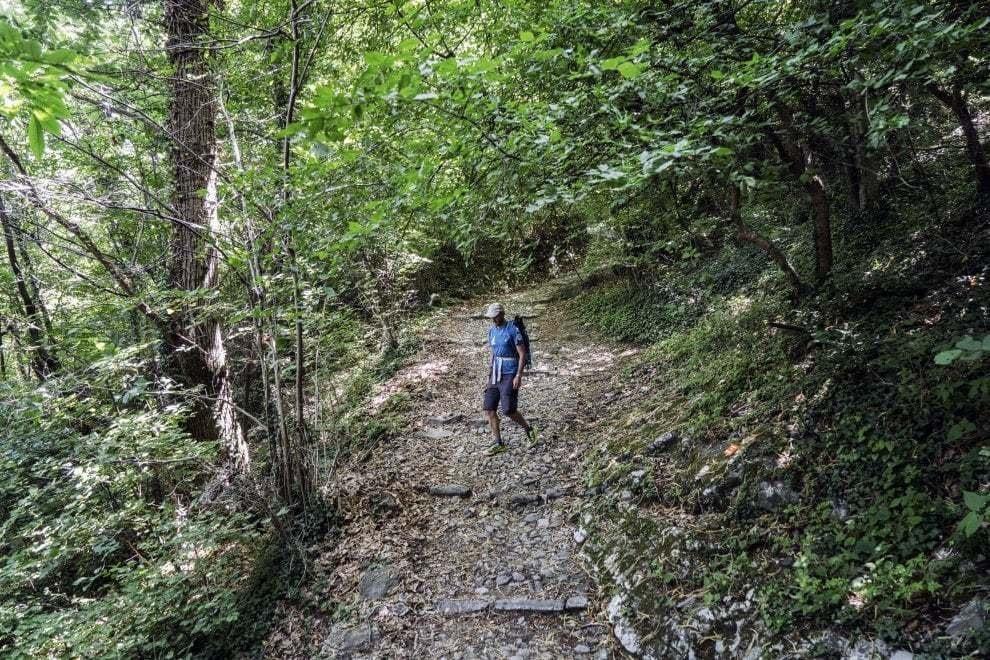 Viaggiare a piedi in Italia: una guida con 44 itinerari