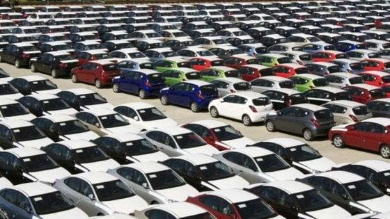 La frenata dell'auto, -20% la previsione mondiale di vendite per il 2020