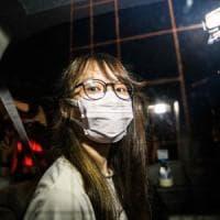 Hong Kong, rilasciati su cauzione il magnate Jimmy Lai  e l'attivista Agnes Chow