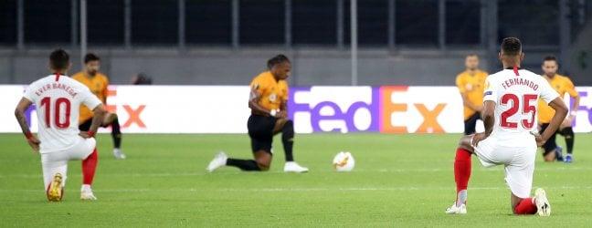 Wolverhampton-Siviglia 0-0 La direttaTutti in ginocchio prima dell'inizio· Shakhtar-Basilea 1-0 L'altra diretta