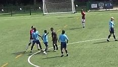 Prende a pugni l'arbitro durante un'amichevole: licenziato il calciatore