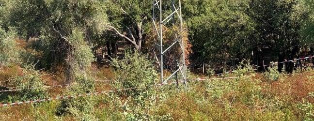 Il traliccio nei pressi del quale è stato ritrovato il corpo di Viviana Paris: è una delle due zone in cui viene cercato il figlio Gioele