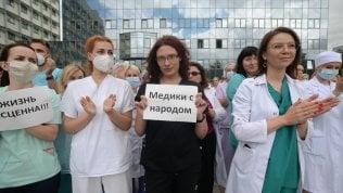 Bielorussia, catene umane e scioperi: continuano le proteste contro Lukashenko
