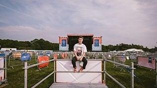 Concerti distanziati, il primo con pedane in Uk: 2.500 persone a Newcastle per Sam Fender